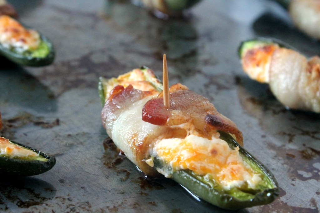 Cheesy Jalapeno Poppers| Ten at the Table| http://tenatthetable.com
