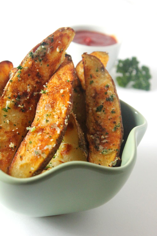 Garlic Parmesan Baked Potato Wedges | Ten at the Table